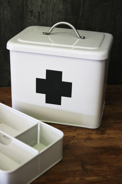 Vintage Style Tin First Aid Box