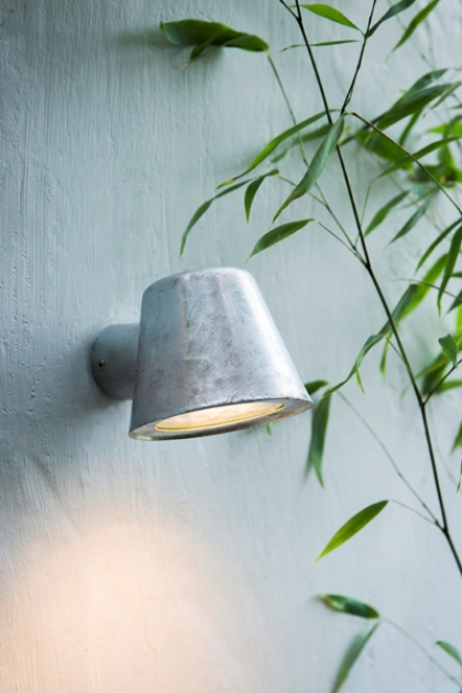 Hot Dipped Mast Wall Light