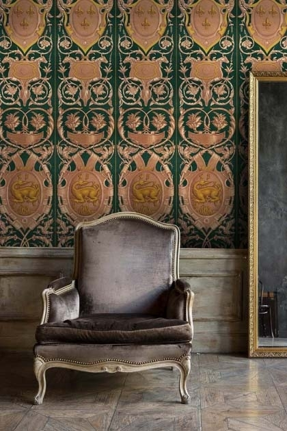 Lifestyle image of Fontainebleau wallpaper in anthracite with a chair in front of it