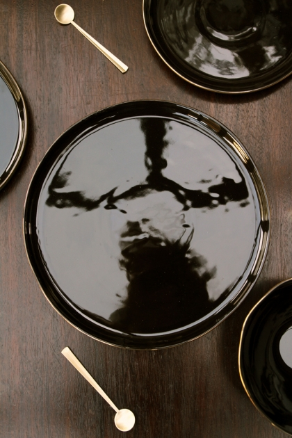Glossy Noir Plate With Gold Rim - Large