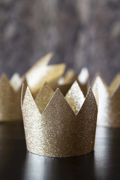 Pack Of 8 Gold Glitter Crown Party Hats