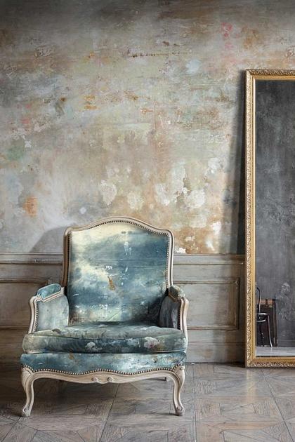 Feathr Oh La La Wallpaper by Kiki Slaughter - Sand