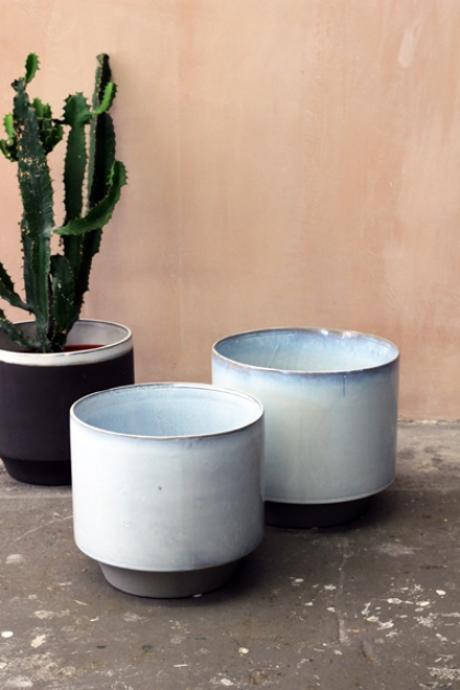 Set Of 2 Large Peace Planters - White