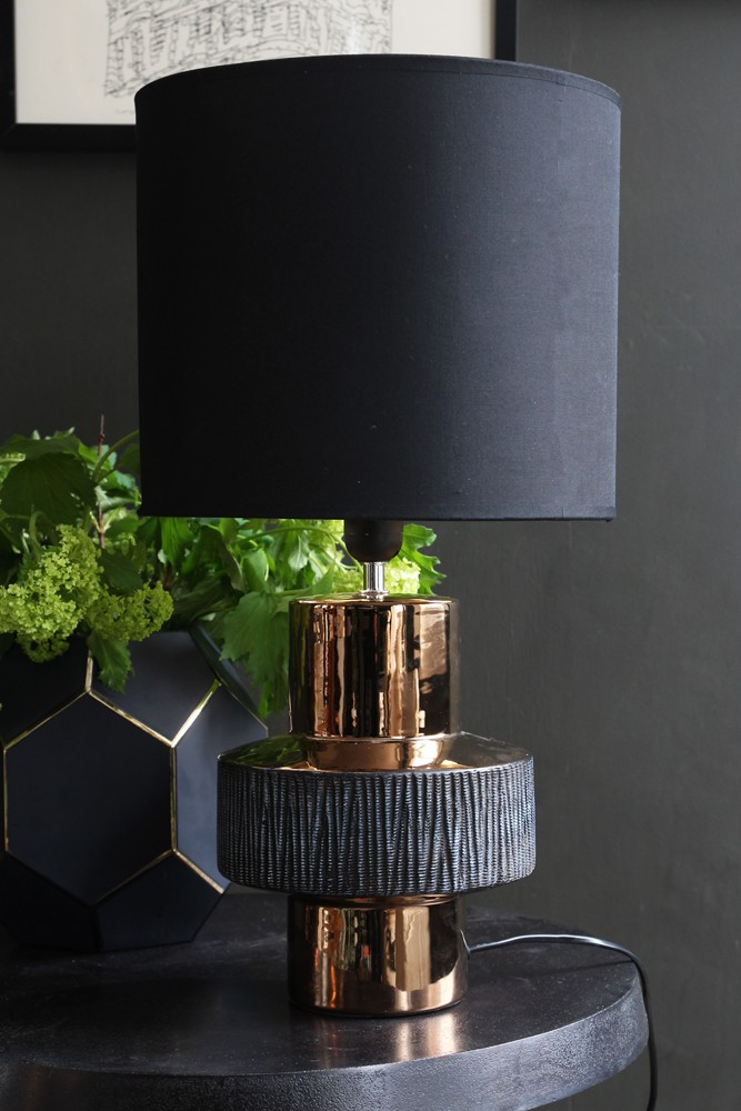 Ring table lamp hover to zoom