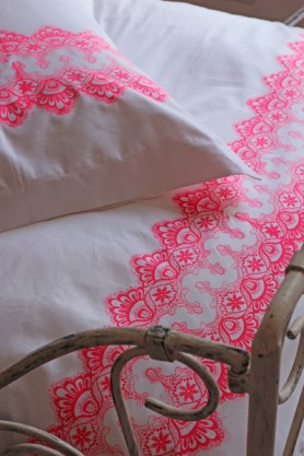 100% Egyptian Cotton 400 Thread Count Duvet Cover with Oxford Pillowcases - Neon Lace