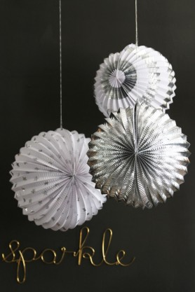 Set Of 3 Foil Globe Decorations - Silver