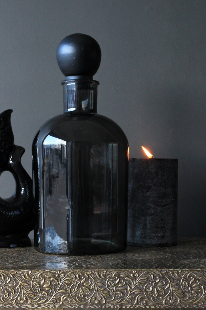 GIANT_BLACK_DISPLAY_BOTTLE_WITH_BALL_STOPPER_HIRES