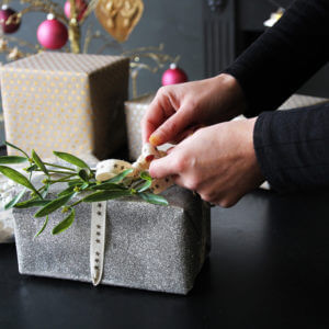 3 EASY CHRISTMAS GIFT WRAPPING IDEAS