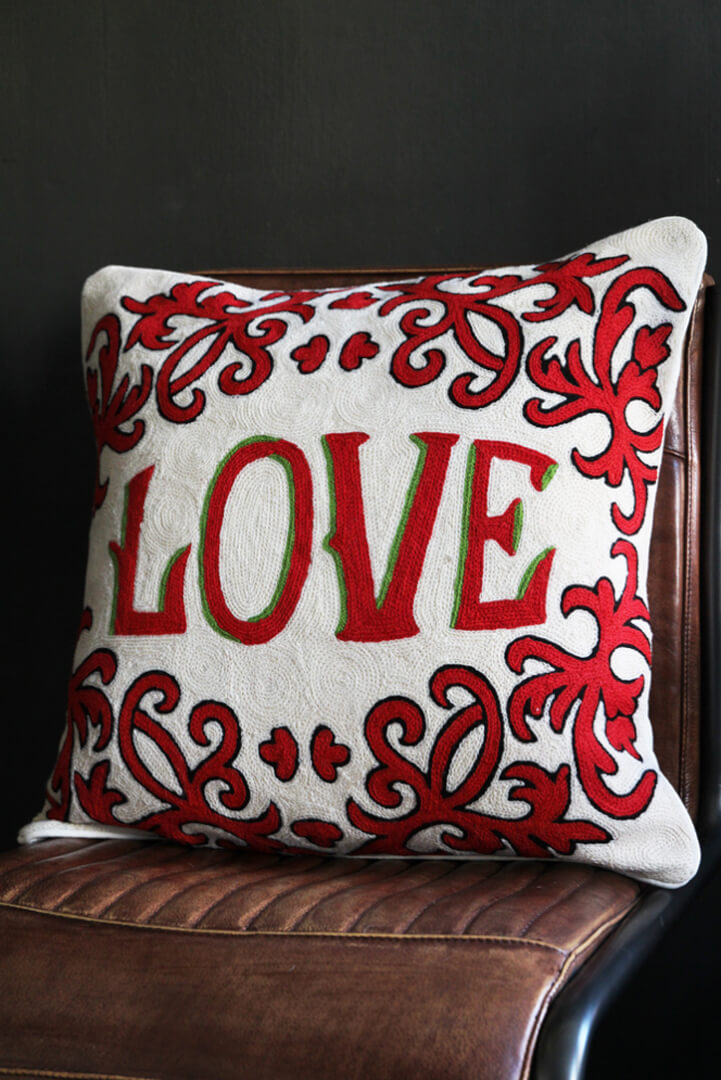 valentines-gift_-red-love-cushion