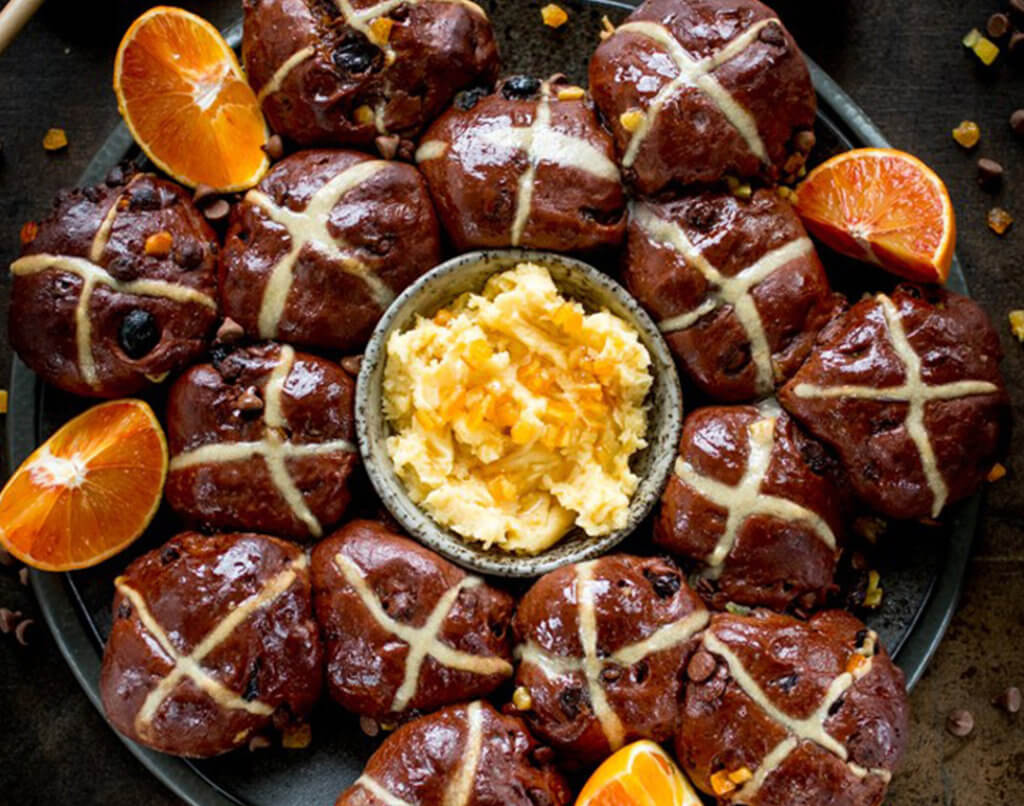 hot cross buns with butter and orange segments
