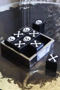 lifestyle image of Quality Skulls Noughts & Crosses Game