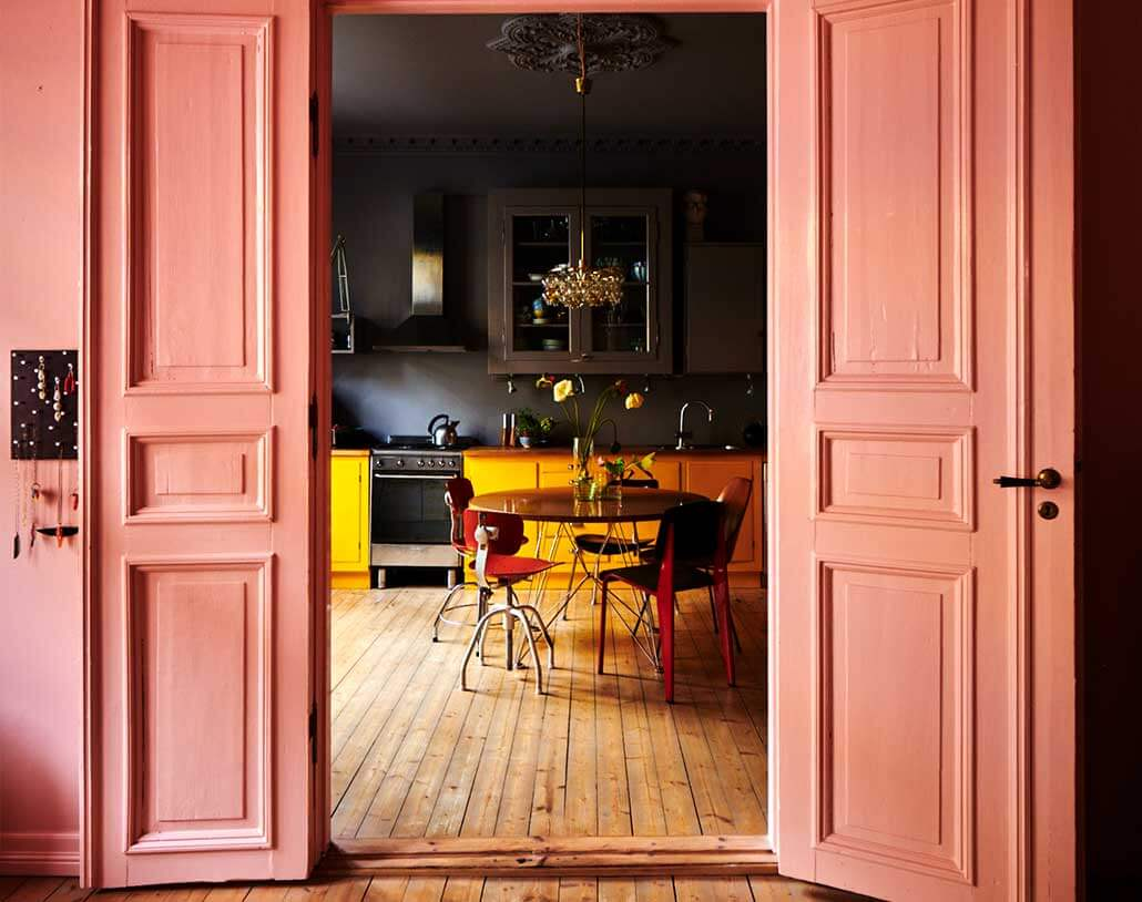 Colour block in kitchen using pink & black