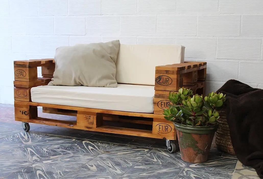 wooden pallet garden sofa bench seat on caster wheels