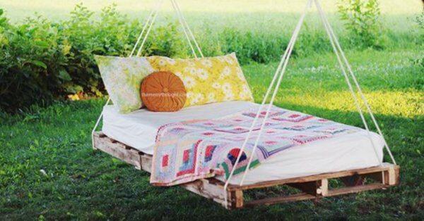 Wooden pallet swing for the garden