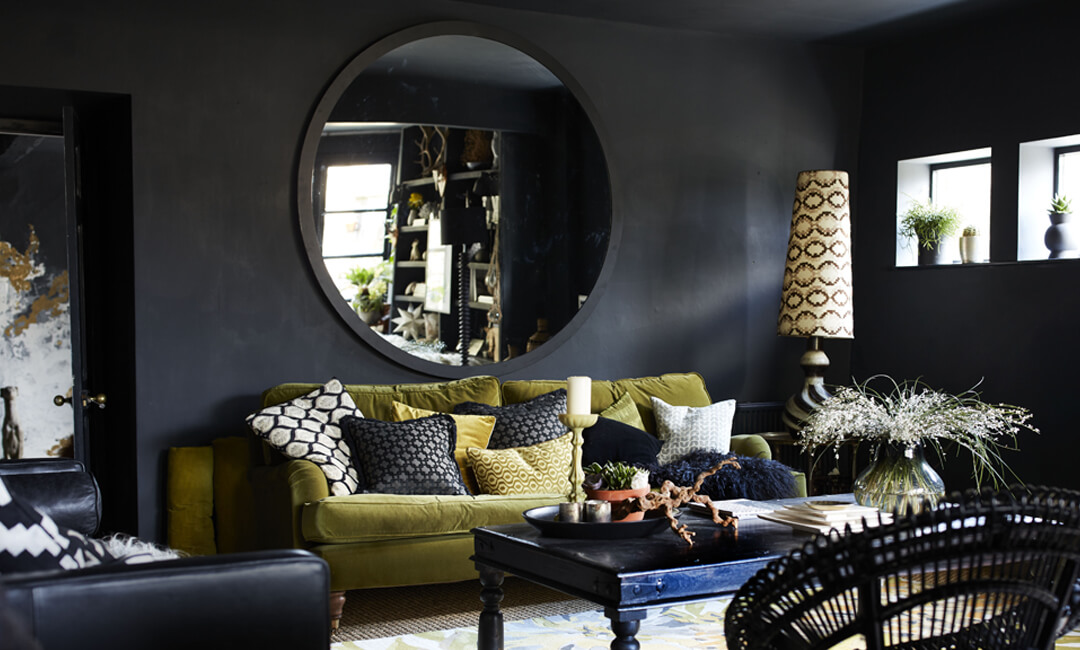 lifestyle image of wall mirror in the living room